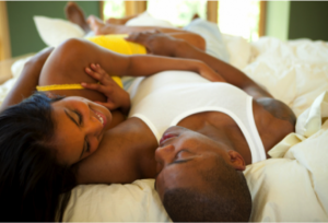 L'infidélité chez les femmes mariées dans actualité couple-noir-au-lit-ii_naijapalsdotcom-300x204